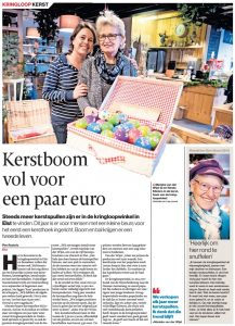 Kerstboom vol voor een paar euro bij 2Switch kringloopwinkel Elst!